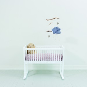 Weiße Babywiege im Landhausstil von Oliver Furniture