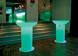 Lounge Up Stehtisch LED- Accu  von Moree
