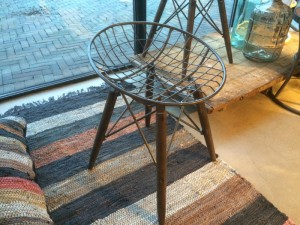 Hocker im Industriedesign, Farbe Braun / Metall grau, Sitzhöhe ca. 48 cm