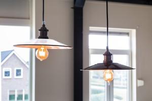 Hängelampe weiß-nickel im Industriedesign, Pendelleuchte weiß Landhausstil, Durchmesser 28 cm