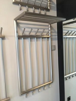 Wandgarderobe Edelstahl mit Hutablage, Garderobe Metall 5 Haken mit  Ablage, Breite 56 cm