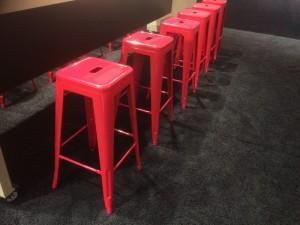 Barstuhl Metall rot im Industriedesign, Barhocker rot Metall, Sitzhöhe 61 cm
