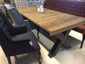 Esstisch aus massiv Eiche, Tisch mit einem Gestell aus Metall, Maße 220 x 100 cm