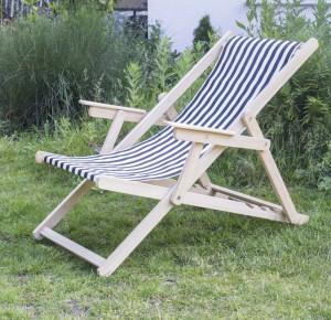 Liegestuhl aus Massivholz und 100 % Baumwolle, Strandstuhl gestreift schwarz-weiß mit Nackenkissen