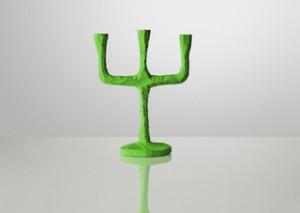 Kerzenständer aus handgeschnitztem Holz in grün