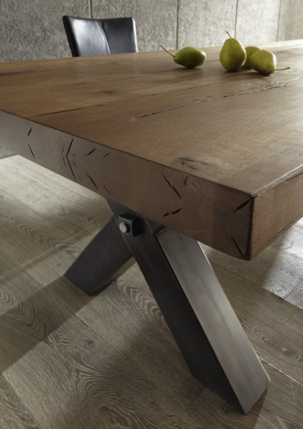 esstisch aus massiv eiche tisch im industriedesign mit einem gestell aus metall ma e 180 x 100 cm. Black Bedroom Furniture Sets. Home Design Ideas
