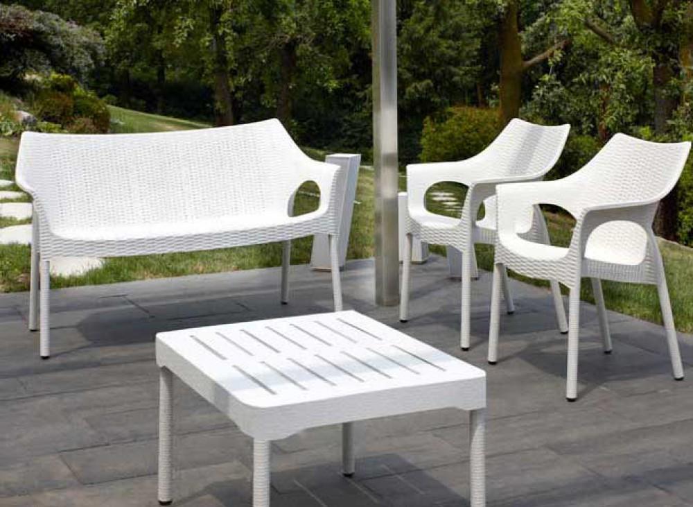outdoor bank aus kunststoff gartenbank mit sitzauflage. Black Bedroom Furniture Sets. Home Design Ideas