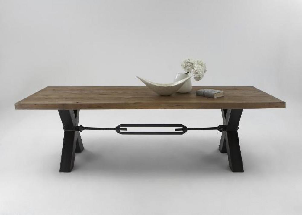 esstisch aus massiv eiche tisch im industriedesign mit einem gestell aus metall ma e 240 x 100 cm. Black Bedroom Furniture Sets. Home Design Ideas