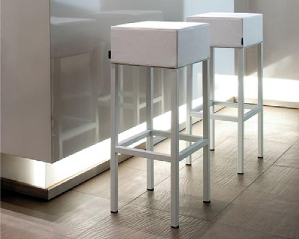 design barhocker mit verchromten gestell tresenhocker. Black Bedroom Furniture Sets. Home Design Ideas