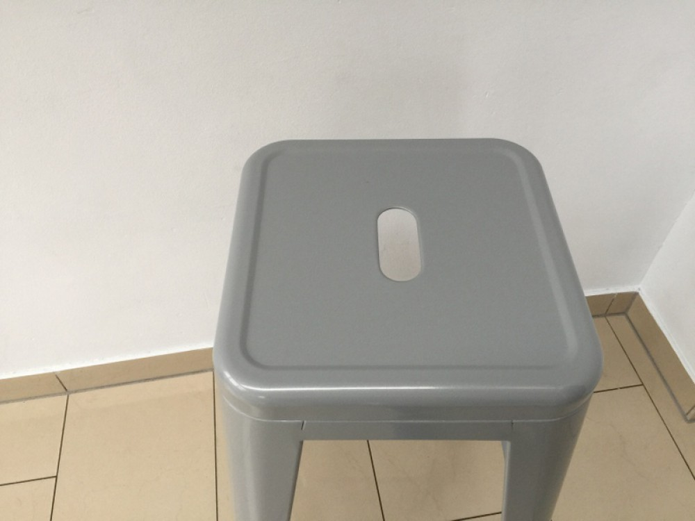 barstuhl metall grau im industriedesign barhocker grau metall sitzh he 61 cm. Black Bedroom Furniture Sets. Home Design Ideas