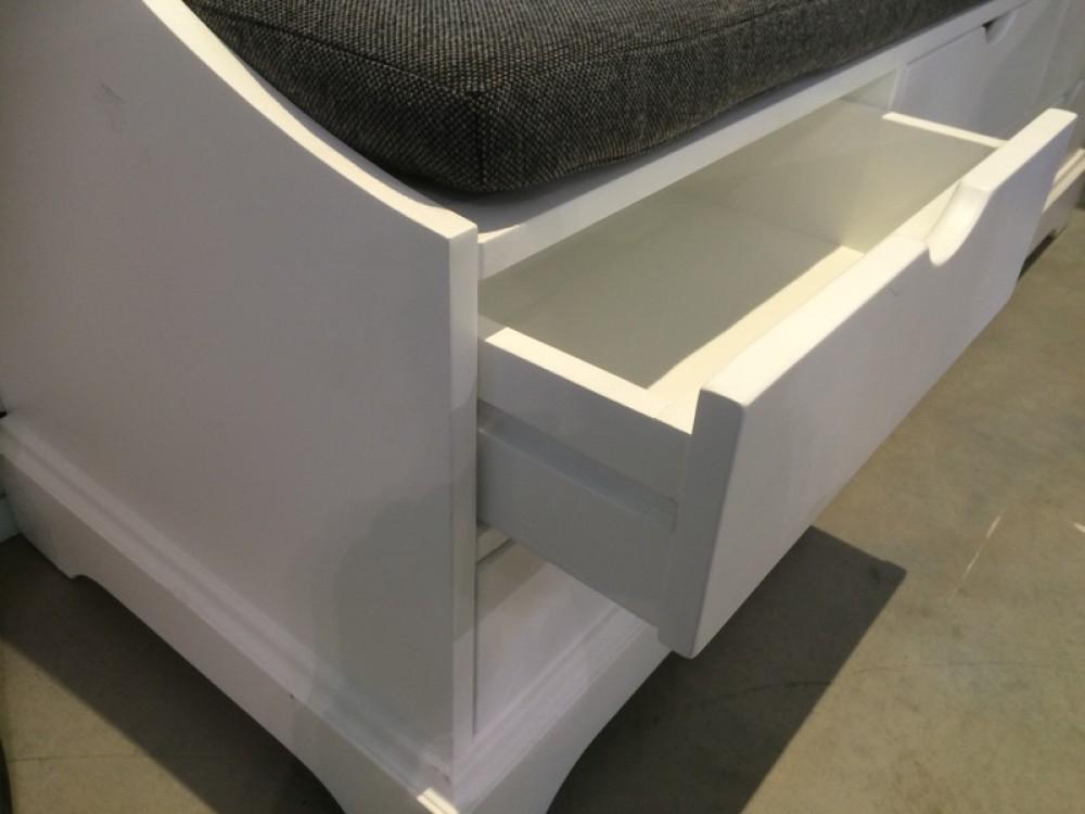 garderobe mit sitzbank garderobenschrank im landhausstil wei. Black Bedroom Furniture Sets. Home Design Ideas