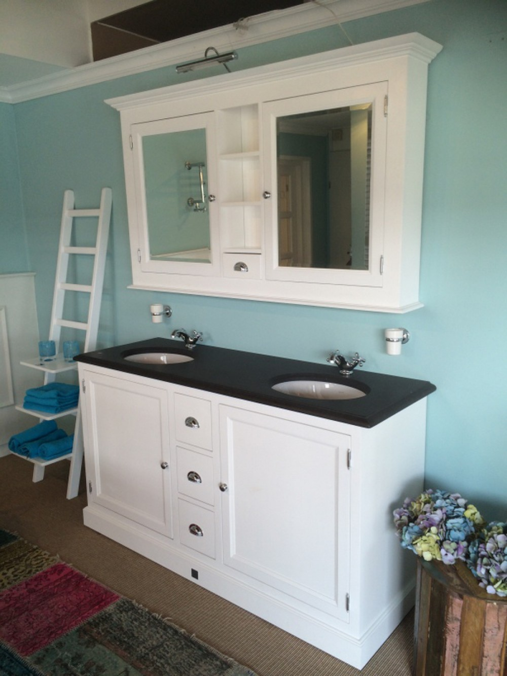 Waschtisch wei mit einem spiegelschrank doppelwaschtisch im landhausstil farbe wei anthrazit - Spiegelschrank landhausstil ...