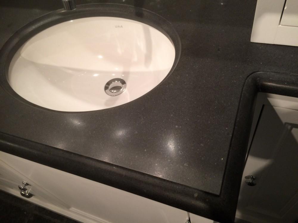 waschtisch im landhausstil badezimmerschrank mit integriertem. Black Bedroom Furniture Sets. Home Design Ideas