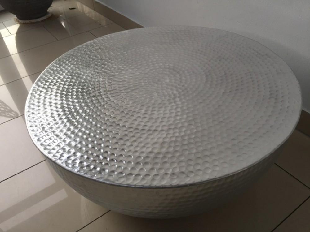 couchtisch rund silber couchtisch aluminium hammerschlag optik 68 cm. Black Bedroom Furniture Sets. Home Design Ideas