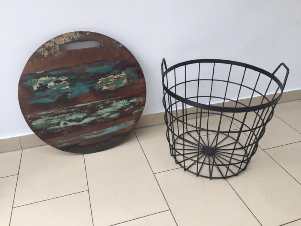 Couchtisch beistelltisch aus metall massivholz im for Beistelltisch industriedesign