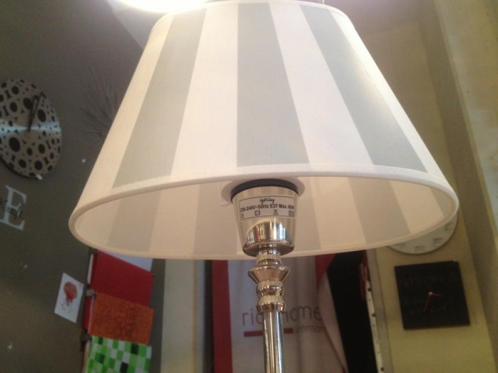 tischleuchte mit eine gestreiften lampenschirm tischlampe verchromt h he 52 cm. Black Bedroom Furniture Sets. Home Design Ideas