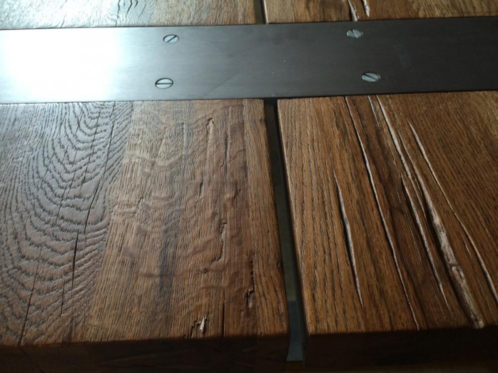 esstisch massiv eiche tisch im industriedesign mit einem gestell aus metall ma e 240 x 100 cm. Black Bedroom Furniture Sets. Home Design Ideas