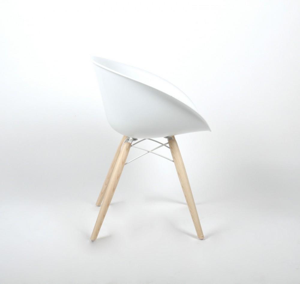 Design stuhl mit holzbeinen und kunststoff sitzschale for Design stuhl kunststoff