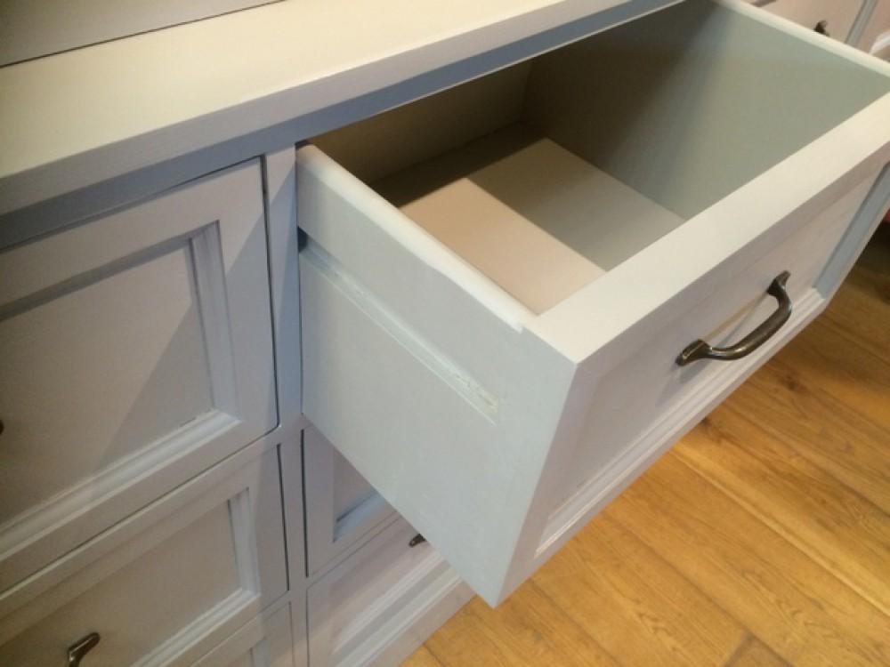 Vitrine grau, Geschirrschrank aus Massivholz, Küchenschrank grau im ...