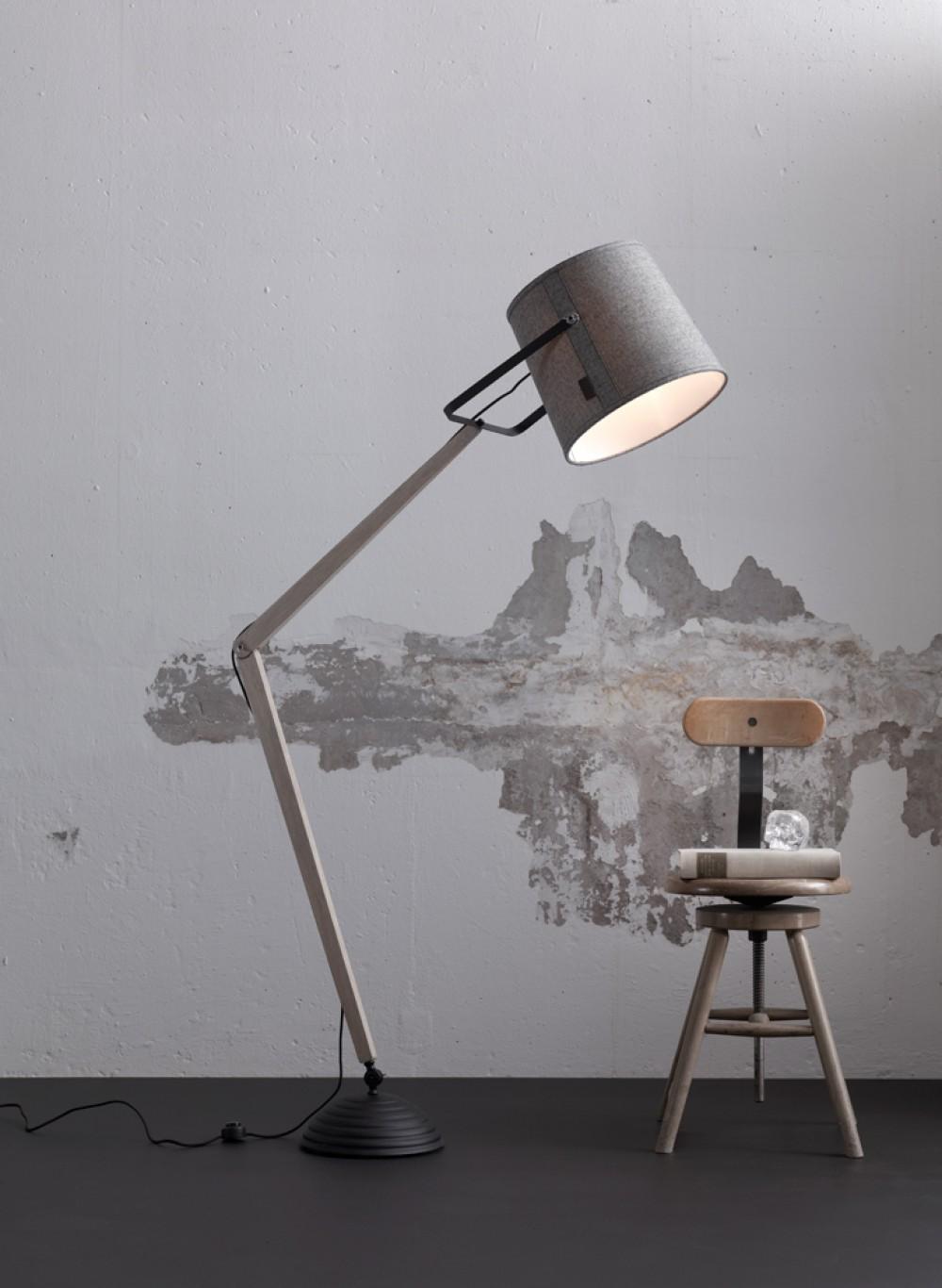 Design Stehleuchte, moderne Stehlampe aus Holz mit einem Textil ...