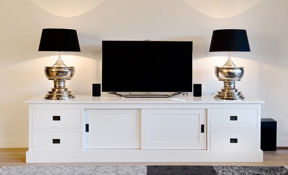 tv schrank wei landhaus lowboard wei mit schiebet ren breite 250 cm. Black Bedroom Furniture Sets. Home Design Ideas
