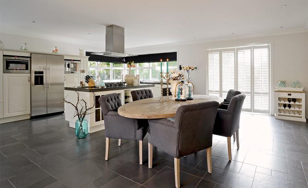 ovaler esstisch massivholz tischplatte, tisch oval im landhausstil, Deko ideen