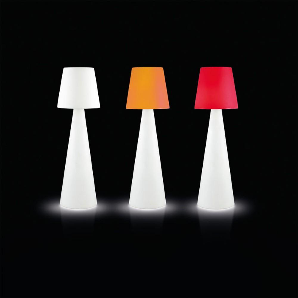stehleuchte aus kunststoff stehlampe mit lampenschirm wei. Black Bedroom Furniture Sets. Home Design Ideas