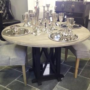 Tisch, Tresentisch mit zwei Hocker aus Massivholz in weiss im ...