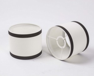 Lampenschirm zylindrisch, Farbe weiß-schwarz, Form rund Ø 15 cm