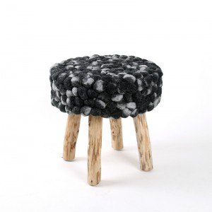 Hocker aus  Massivholz, Farbe schwarz