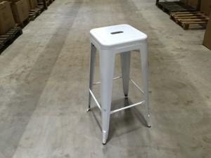 Barstuhl Metall weiß im Industriedesign, Barhocker weiß Metall, Sitzhöhe 61 cm