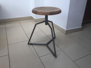 Hocker im Industriedesign, Sitzhöhe 49 cm