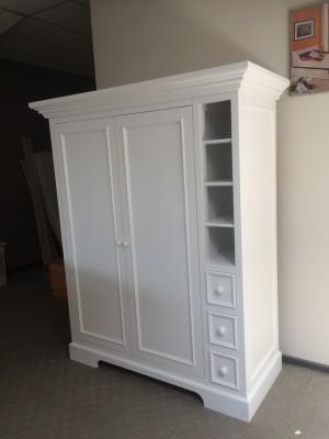 Kleiderschrank weiß mit zwei Türen und drei Schubladen