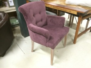 Gepolsterter Stuhl mit Armlehne, Stuhl aubergine