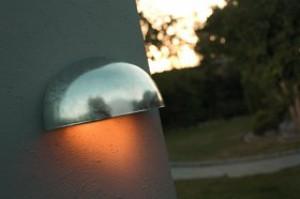 Wandleuchte Metall verzinkt PVC schlagfestes Material Outdoor 15 Jahre Anti-Rost-Garantie