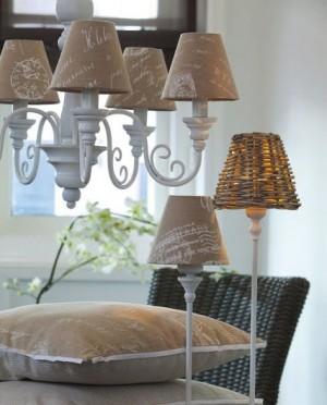 Kronleuchter 6 armig mit Lampenschirmen, im Landhausstil