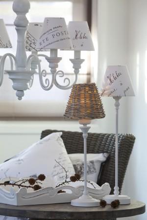Kronleuchter 6 armig mit Lampenschirmen im Landhausstil