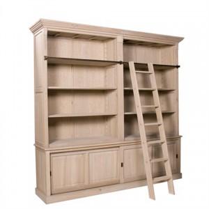 Ein klassischer Bücherschrank mit vier Türen im Landhausstil