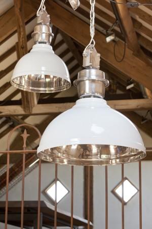 Pendelleuchte Weiß im Industriedesign, Hängeleuchte Weiß, Durchmesser 42 cm