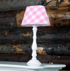 Tischleuchte mit Lampenschirm, Farbe Weiß-Rosa