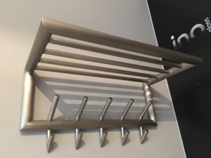 Wandgarderobe Edelstahl mit Hutablage, Garderobe Metall 5 Haken mit Ablage, Breite 60 cm