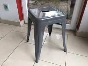 Hocker Metall grau im Industriedesign, Hocker stapelbar Metall