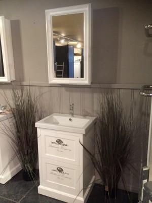 Waschtisch weiß mit einem Spiegelschrank im Landhausstil, Farbe weiß, Breite 60 cm
