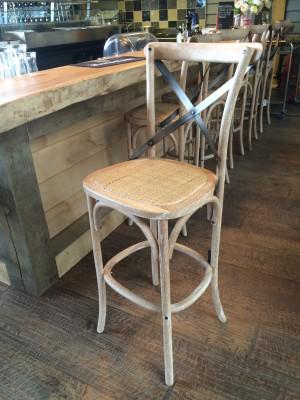 Barstuhl aus Massivholz,  Sitzhöhe 75 cm