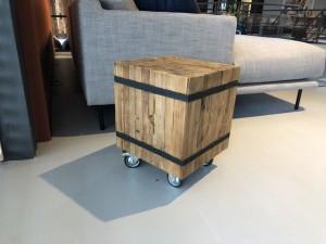 Beistelltisch auf Rollen, Beistelltisch Massivholz, Tisch auf Rollen, Maße 35x35 cm