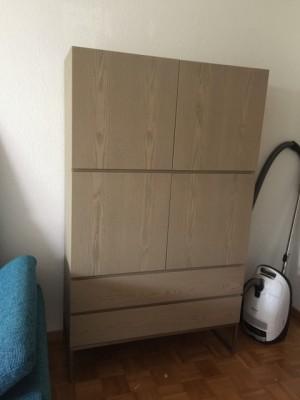 Design Schrank, Wohnzimmerschrank Farbe beige-grau mit vier Türen, Breite 100 cm