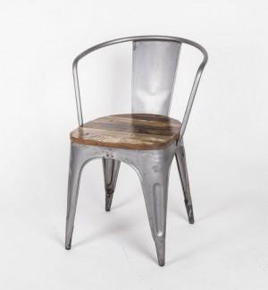 Stuhl aus Metall und Holz im Industriedesign