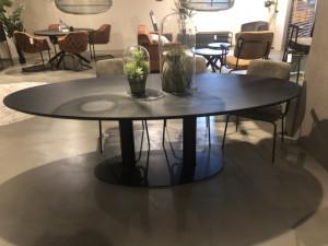 Ovaler Esstisch schwarz Eiche, schwarzer Tisch oval Eiche massiv, Konferenztisch schwarz Eiche, Breite 240 cm