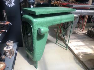Traktortisch grün, Bartisch grün Metall, Theke grün, Bartisch Traktor Industriedesign, Höhe 104 cm