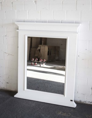 Spiegel weiß im Landhausstil aus  Massivholz, Maße 93x110 cm